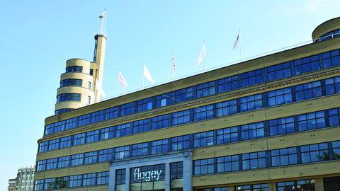 Des drapeaux blancs sur le toit de Flagey